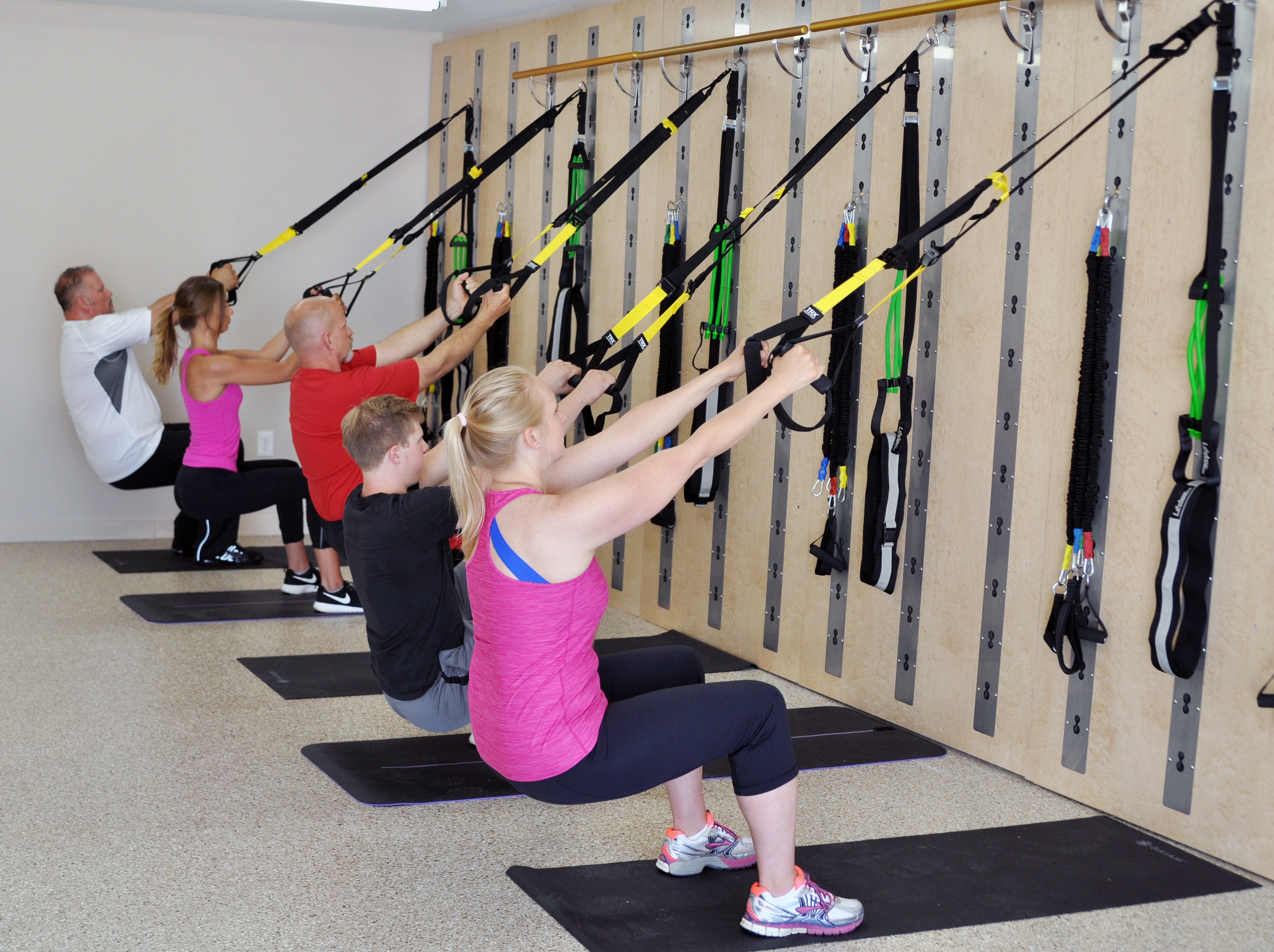 6 reasons isawall is the perfect piece of workout for Salon fitness